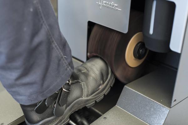 Forgókefék a talp és a cipőfelsőrész tisztításához