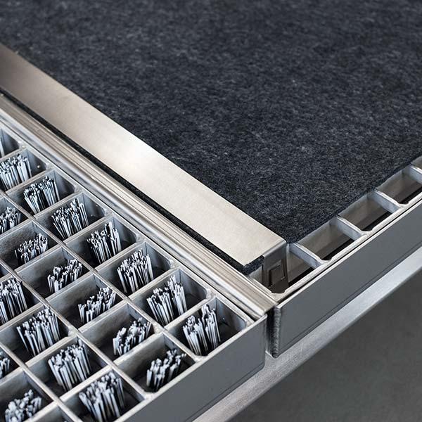 A Drypad két rögzítővel könnyen fixálható és gyorsan cserélhető